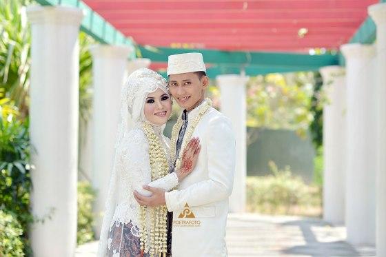 Foto Pernikahan Baju Kebaya Gaun Pengantin Muslim Muslimah di Wedding Dian+Ali di Masjid Kampus UGM Jogja by Poetrafoto