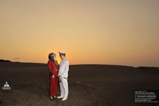 Foto Pre Wedding Outdoor Unik di Gumuk Pasir Jogja. Foto Prewed Vita+Beno by Poetrafoto, Fotografer Prewedding Jogja
