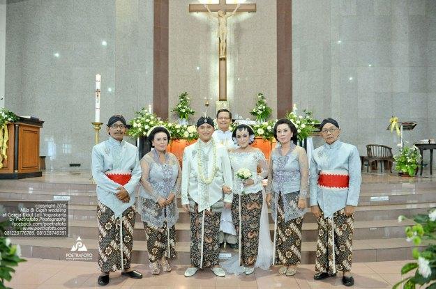 Foto Sakramen Pemberkatan Pernikahan Perkawinan Wedding di Gereja Katolik Jogja