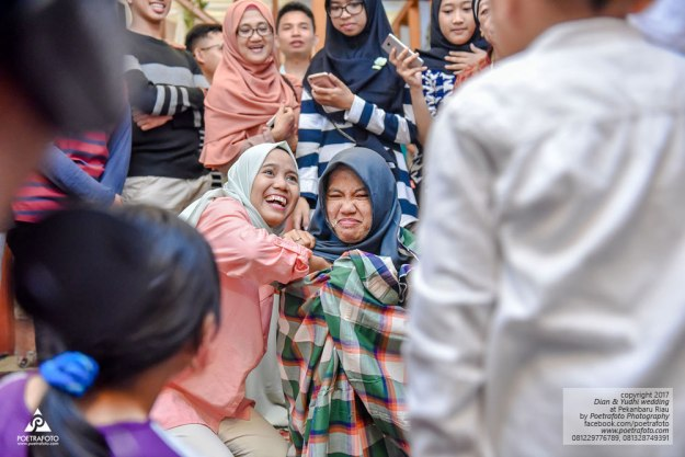 Foto Wedding Melayu Bugis Gaun Pengantin Muslimah di Pekanbaru Riau