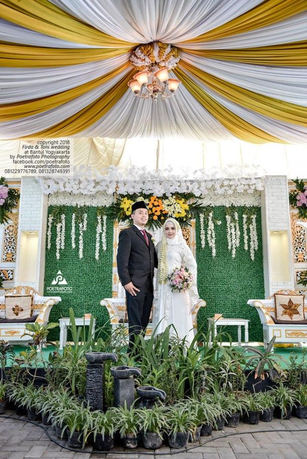 Foto Pengantin dengan Baju Pengantin Pernikahan Muslimah Hijab Wedding Firda+Toni di Jogja by Poetrafoto, Fotografer Pernikahan Yogyakarta