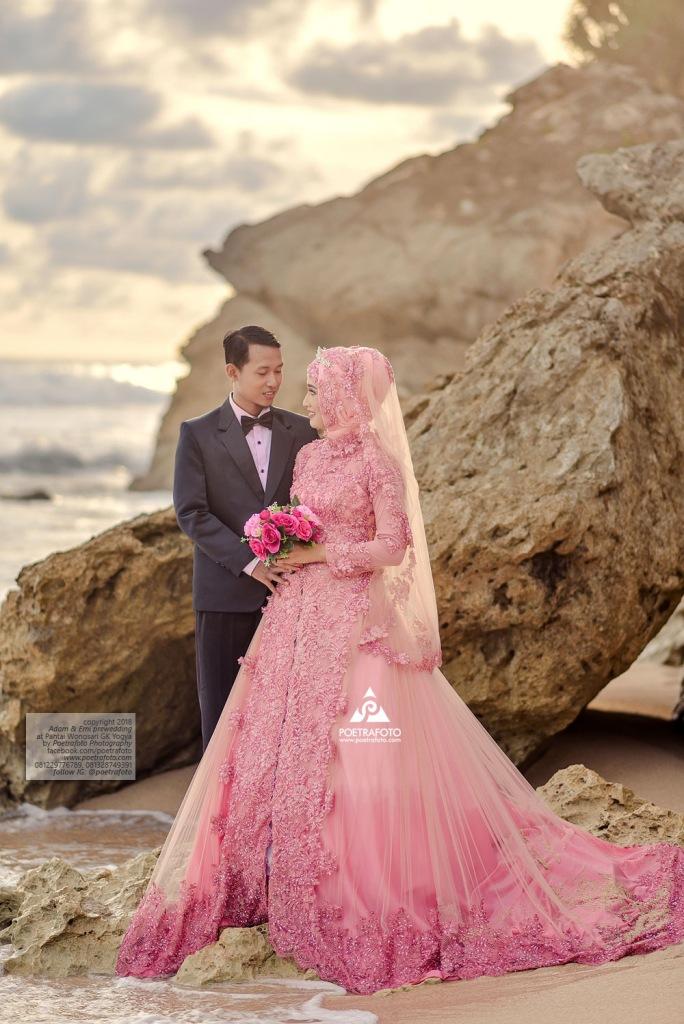 Tempat Foto Prewedding di Pantai Sepanjang Wonosari Gunung Kidul Jogja buat Emi+Adam by Poetrafoto Fotografer Prewedding Yogyakarta