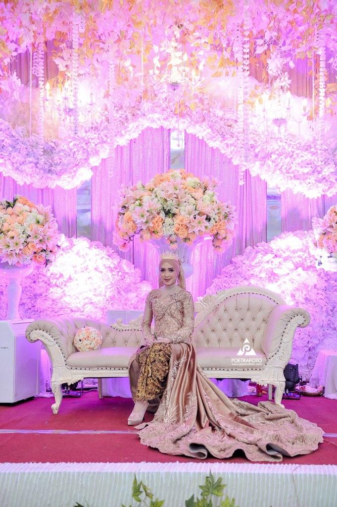 Foto Wedding Rias Gaun Pengantin Muslimah Hijab Modern Mahkota Wedding Elisa+Iqbal di Temanggung by Poetrafoto Fotografer Wedding Jogja