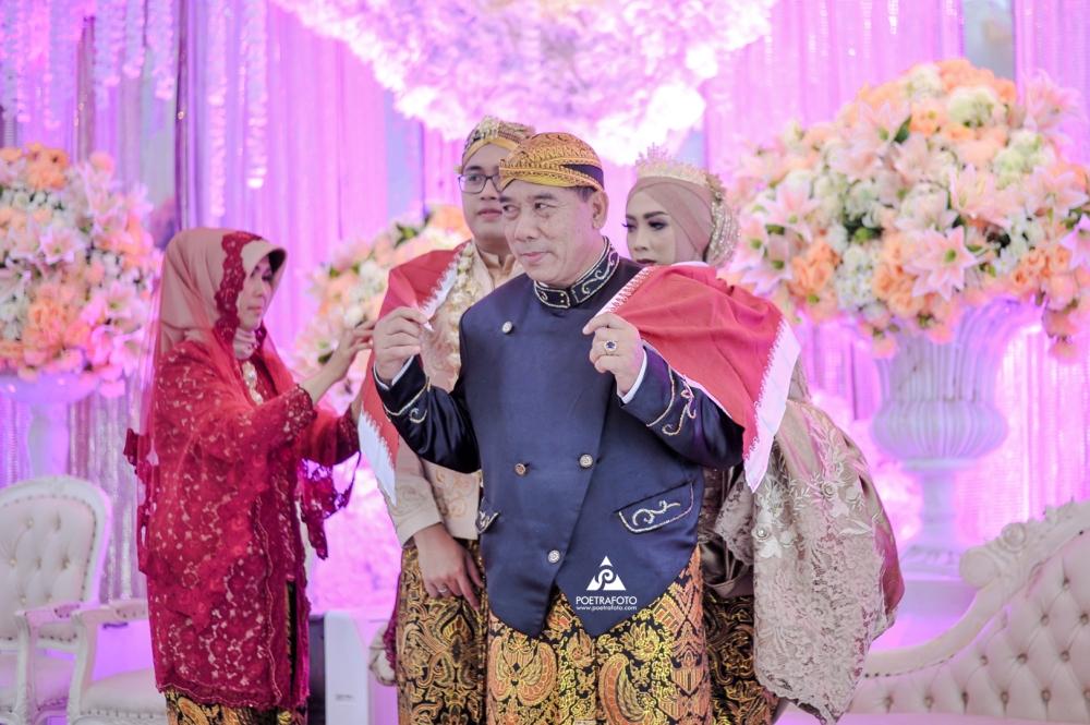 Kirab Pengantin dilanjut Prosesi Timbang Bobot di Pernikahan Elisa+Iqbal Temanggung