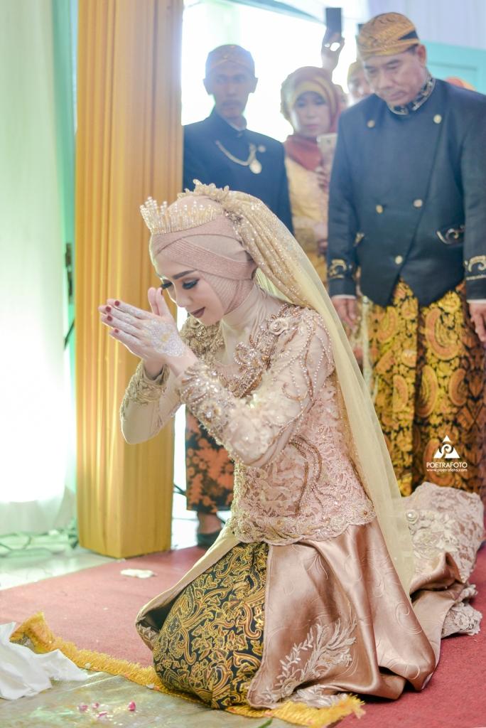 Sungkem Pengantin Wanita kepada Pengantin Pria Wedding Adat Jawa Elisa+Iqbal di Temanggung