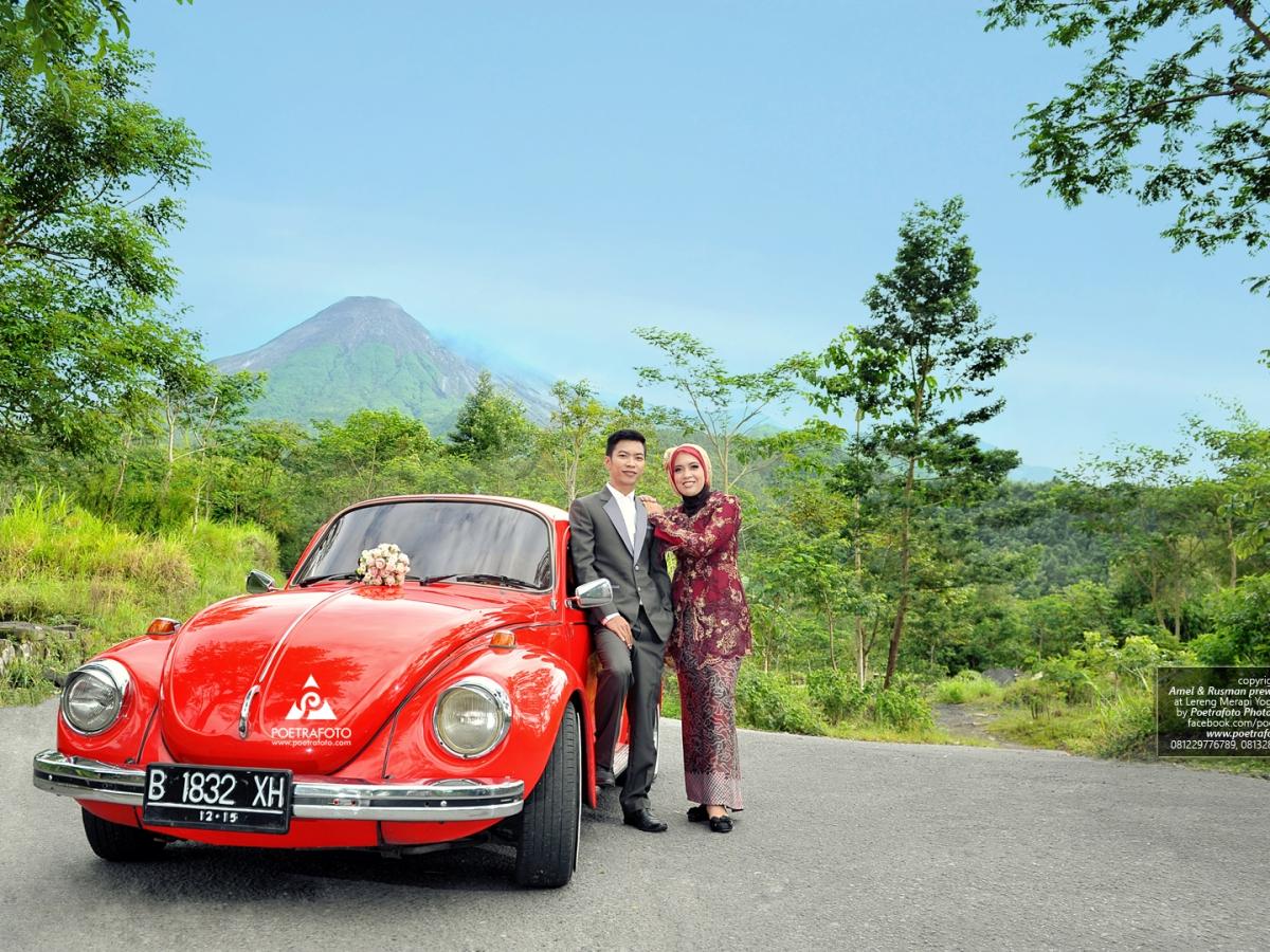Foto Prewedding Rustic dengan Mobil VW Kodok Jadul Vintage Hijab Amel+Rusman by Poetrafoto Fotografer Prewedding Jogja