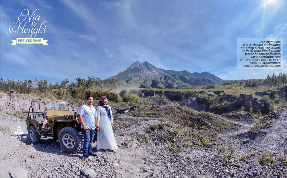 Fotografer Pasca-Wedding Jogja Muslim Hijab Syar'i dg Mobil Jeep Lava Tour Merapi Yogyakarta Post-Wedding Photoshoot Nia+Hengki