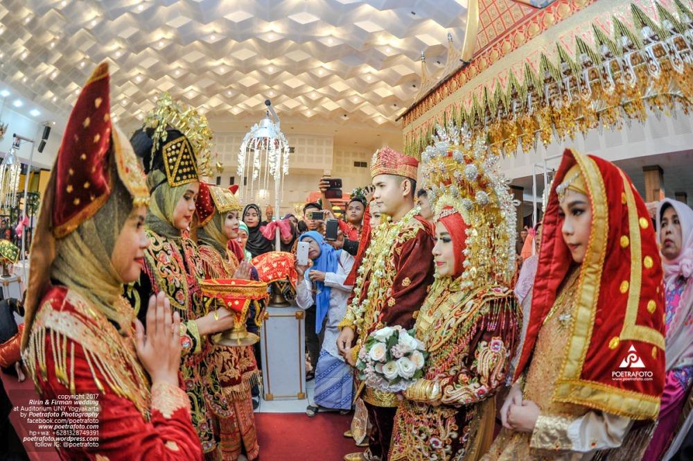 Traditional Minang Wedding Photography Tradisi Upacara Pernikahan Pengantin Adat Padang di Jogja Ririn+Firman